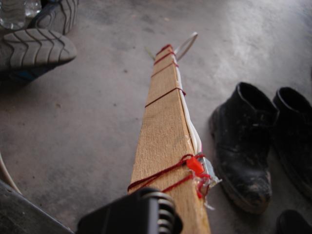 Rod dibuat dari kayu untuk fasa ini dan akan diganti dengan bahan